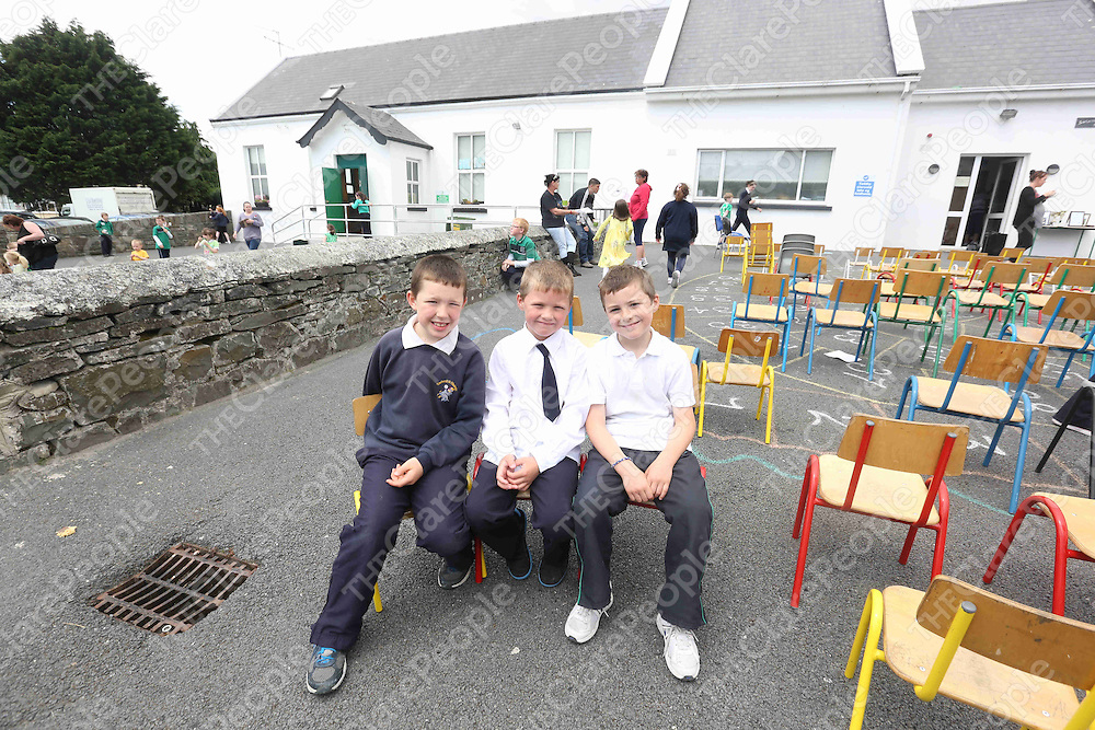 Jamie O Maoldomhnaigh, Brad O Faolain and Luc O Conbhui pictured at the Green Flag Day at Gaelscoil Ui Choimin NS Kilrush on Monday.<br /> Pic. Brian Arthur/ Press 22.