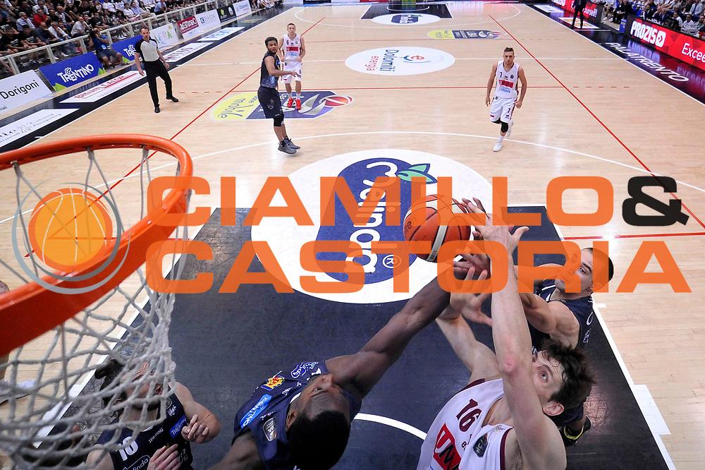 Aaron Craft. Benjamin Ortner<br /> Dolomiti Energia Aquila Basket Trento - Umana Reyer Venezia<br /> Lega Basket Serie A 2016/2017<br /> Playoff, finale gara 4<br /> Trento, 16/06/2017<br /> Foto M.Ceretti / Ciamillo-Castoria