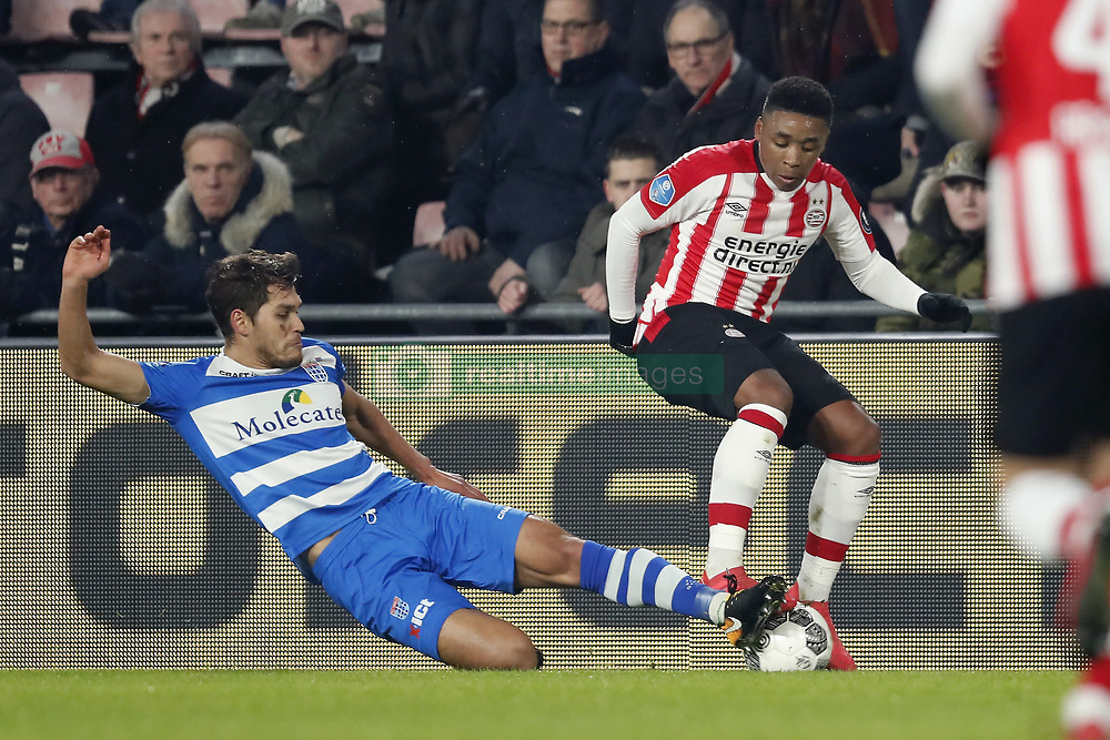 (L-R) Nicolas Freire of PEC Zwolle, Steven Bergwijn of PSV during the Dutch Eredivisie match between PSV Eindhoven and PEC Zwolle at the Phillips stadium on February 03, 2018 in Eindhoven, The Netherlands