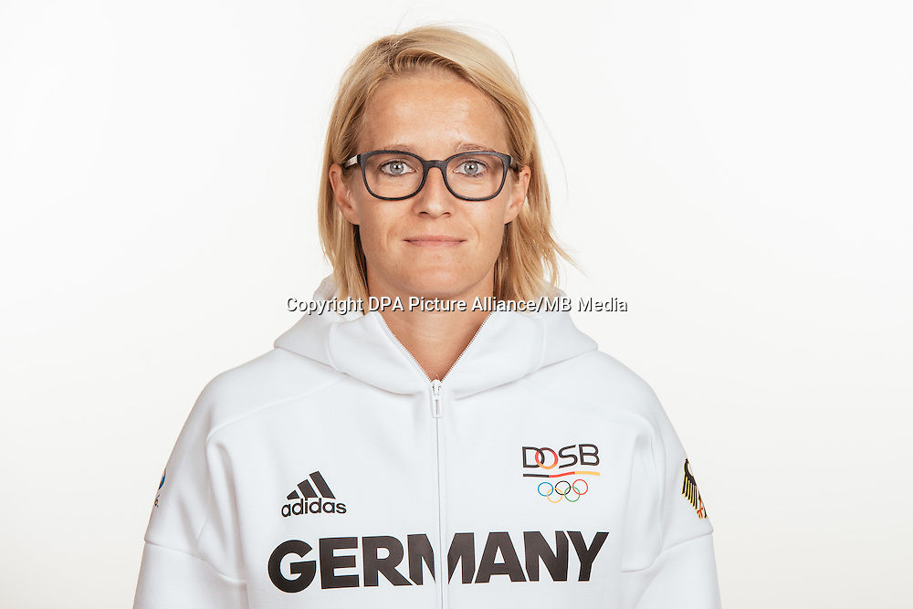 Saskia Bartusiak poses at a photocall during the preparations for the Olympic Games in Rio at the Emmich Cambrai Barracks in Hanover, Germany, taken on 18/07/16 | usage worldwide