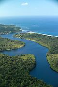 Río Caña<br /> <br /> La comunidad de Río Caña está ubicada en el distrito de Kusapín, región de Ñokribo; Comarca Ngöbe-Buglé bañada por los afluentes del Río Caña, los ríos Cañaveral y Vegay, en la provincia de Bocas del Toro. Cuenta con una población de 960 personas, 95 % de éstas de etnia Ngöbe y un 5% de campesinos o los denominados latinos.<br /> <br /> Principales actividades económicas<br /> La actividad económica principal es la agricultura, la cual es de subsistencia, de baja tecnología y de muy baja productividad. También se practica la ganadería de forma tradicional y extensiva. Un menor número de pobladores se dedican a la pesca y la artesanía.<br /> <br /> <br /> ©Alejandro Balaguer/Fundación Albatros Media.