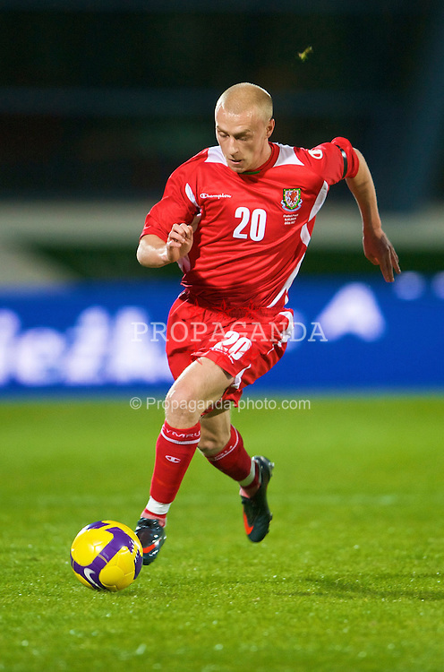 VILA REAL DE SANTO ANTONIO, PORTUGAL - Wednesday, February 11, 2009: Wales' David Cotterill in action against Poland during the International Friendly match at the Vila Real de Santo Antonio Sports Complex. (Mandatory credit: David Rawcliffe/Propaganda)
