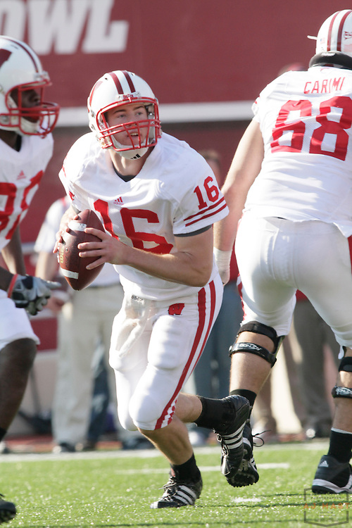 07 November 2009: Wisconsin quarterback Scott Tolzien (16) as the Indiana Hoosiers played the Wisconsin Badgers in a college football game in Bloomington, Ind.