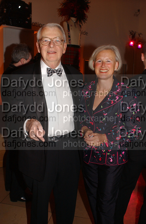 Sir Peter and Lady Meryl Walters. National Portrait Gallery  150th Anniversary Fundraising Gala. National Portrait Gallery. London. 28 February 2006. ONE TIME USE ONLY - DO NOT ARCHIVE  © Copyright Photograph by Dafydd Jones 66 Stockwell Park Rd. London SW9 0DA Tel 020 7733 0108 www.dafjones.com