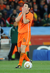 11-07-2010 VOETBAL: FIFA WK FINALE NEDERLAND - SPANJE: JOHANNESBURG<br /> Mark Van Bommel trauert nach der WM Finalniederlage gegen Spanien<br /> EXPA Pictures © 2010 EXPA/ InsideFoto/ Perottino - ©2010-WWW.FOTOHOOGENDOORN.NL<br /> *** ATTENTION *** FOR NETHERLANDS USE ONLY!