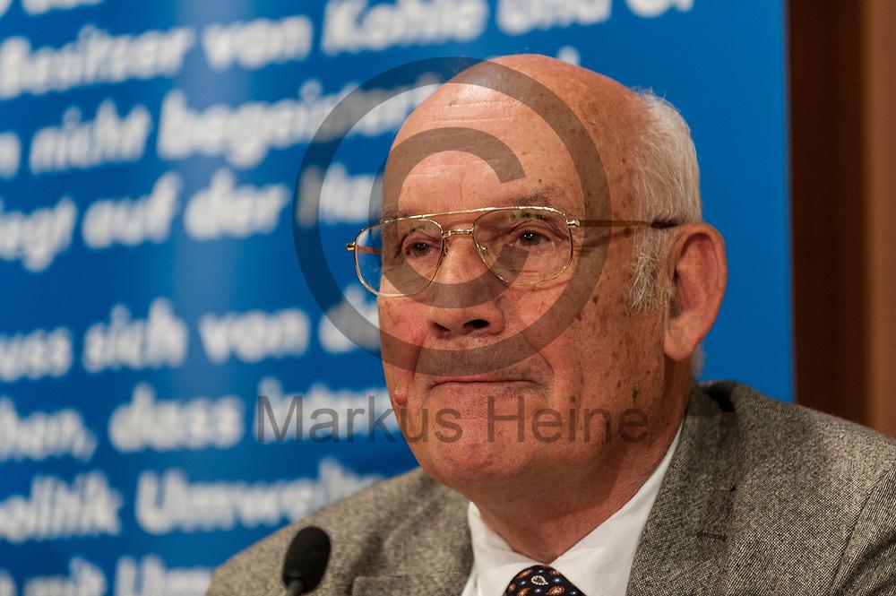 Deutschland, Berlin - 04.09.2017<br /> <br /> Der AfD Politiker Michael Limburg spricht w&auml;hrend der Pressekonferenz. Die AfD (Alternative f&uuml;r Deutschland) stellt auf der Pressekonferenz unter dem Thema &quot;Irrweg beenden - Umwelt sch&uuml;tzen&quot; ihr Konzept f&uuml;r die Energiewende und Diesel vor.<br /> <br /> Germany, Berlin - 04.09.2017<br /> <br /> The AfD politician Michael Limburg speaks during the press conference. The AfD (alternative for Germany) will be presenting its concept for the power generation and diesel engines at the press conference entitled &quot;Ending Irrigation - Protecting the Environment&quot;.<br /> <br />  Foto: Markus Heine<br /> <br /> ------------------------------<br /> <br /> Ver&ouml;ffentlichung nur mit Fotografennennung, sowie gegen Honorar und Belegexemplar.<br /> <br /> Bankverbindung:<br /> IBAN: DE65660908000004437497<br /> BIC CODE: GENODE61BBB<br /> Badische Beamten Bank Karlsruhe<br /> <br /> USt-IdNr: DE291853306<br /> <br /> Please note:<br /> All rights reserved! Don't publish without copyright!<br /> <br /> Stand: 09.2017<br /> <br /> ------------------------------