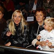 CD presentatie Frans Bauer, vrouw Mariska Rossenberg, moeder Wies en zoon