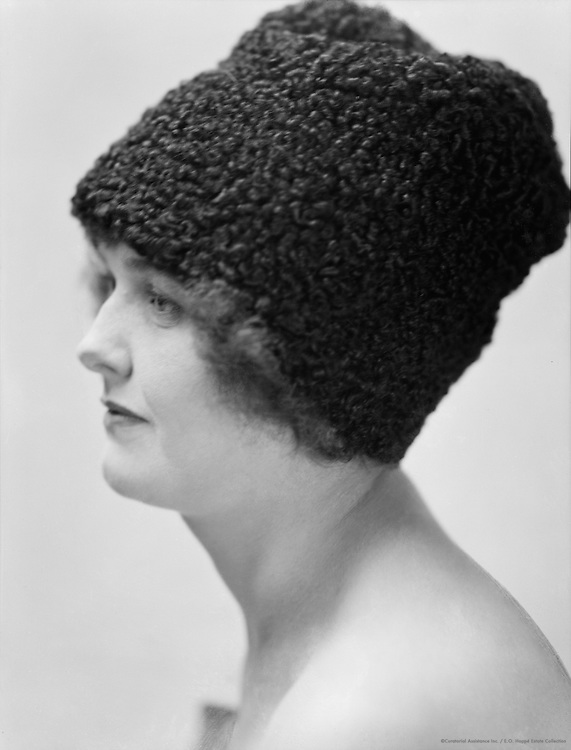 Pepita Bobadilla, actress,  wearing an Astrakhan hat, 1919