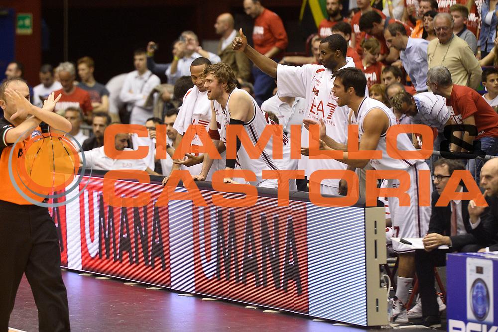DESCRIZIONE : Campionato 2013/14 Semifinale GARA 1 Olimpia EA7 Emporio Armani Milano - Dinamo Banco di Sardegna Sassari<br /> GIOCATORE : Panchina<br /> CATEGORIA : Panchina Esultanza<br /> SQUADRA : Olimpia EA7 Emporio Armani Milano<br /> EVENTO : LegaBasket Serie A Beko Playoff 2013/2014<br /> GARA : Olimpia EA7 Emporio Armani Milano - Dinamo Banco di Sardegna Sassari<br /> DATA : 30/05/2014<br /> SPORT : Pallacanestro <br /> AUTORE : Agenzia Ciamillo-Castoria / GiulioCiamillo<br /> Galleria : LegaBasket Serie A Beko Playoff 2013/2014<br /> Fotonotizia : Campionato 2013/14 Semifinale GARA 1 Olimpia EA7 Emporio Armani Milano - Dinamo Banco di Sardegna Sassari<br /> Predefinita :
