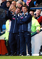 Fotball<br /> Premier League 2004/05<br /> West Bromwich v Middlesbrough<br /> 14. november 2004<br /> Foto: Digitalsport<br /> NORWAY ONLY<br /> Bryan Robson bemoans his luck to assistant Nigel Pearson