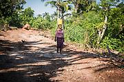 Haïti, Département de la Grand'Anse. À la suite du passage de l'ouragan Matthew en octobre 2016, le projet appuie le relèvement économique de la région en finançant des travaux communautaires. Dans la commune de Roseaux, les habitants ont créé un chemin accessible à tous et toutes.
