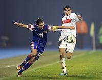 Fussball International, Nationalmannschaft   EURO 2012 Play Off, Qualifikation, Kroatien - Tuerkei       15.11.2011 Darijo Srna (li, Kroatien) gegen Ismail Koeybasi (Tuerkei)