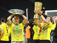Fotball<br /> Tyskland<br /> 12.05.2012<br /> Foto: Witters/Digitalsport<br /> NORWAY ONLY<br /> <br /> Borussia Dortmund, DFB-Pokalsieger 2012 v.l. Florian Kringe mit Meisterschale, Kevin Grosskreutz mit Pokal<br /> <br /> Fussball, DFB-Pokal-Finale 2012, Borussia Dortmund - FC Bayern München
