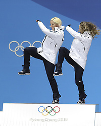 PYEONGCHANG, Feb. 22, 2018  Champion Kikkan Randall (L) and Jessica Diggins of United States, celebrate during medal ceremony of ladies' team sprint free event of cross-country skiing at the 2018 PyeongChang Winter Olympic Games at Medal Plaza, PyeongChang, South Korea, Feb. 22, 2018. (Credit Image: © Bai Xuefei/Xinhua via ZUMA Wire)
