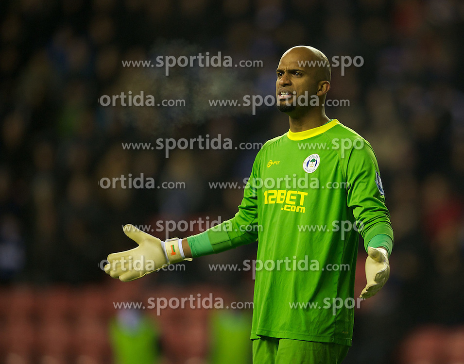 16.01.2012, DW Stadion, Wigan, ENG, PL, Wigan Athletic vs Manchester City, 21. Spieltag, im Bild Wigan Athletic's goalkeeper Ali Al Habsi in action against Manchester City during the football match of English premier league, 21th round, between Wigan Athletic and Manchester City at DW Stadium, Wigan, United Kingdom on 2012/01/16. EXPA Pictures © 2012, PhotoCredit: EXPA/ Propagandaphoto/ David Rawcliff..***** ATTENTION - OUT OF ENG, GBR, UK *****