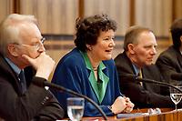 25.01.1999, Deutschland/Bonn:<br /> Edmund Stoiber, CSU Vorsitzender, Dagmar Schipanski, Physik-Professorin und CDU/CSU Kandidatin für das Amt des Bundespräsidenten, und Wolfgang Schäuble, CDU Bundesvorsitzender, während der Pressekonferenz zur Vorstellung der Kandidatin für das Bundespräsidentenamt, Bundes-Pressekonferenz, Bonn<br /> IMAGE: 19990125-01/01-37<br /> KEYWORDS: Wolfgang Schaeuble