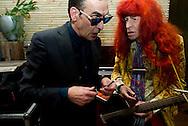 Protestzanger Armand  samen met jules deelder blowen wiet roken drugs . Protestzanger Armand is donderdag overleden. Dat maakte zijn platenmaatschappij Top-Notch Excelsior vrijdag bekend. De markante Brabantse zanger met zijn lange rode haren is 69 jaar geworden.