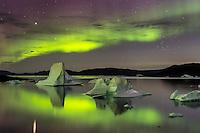 Aurora über den Eisbergen, Grönland