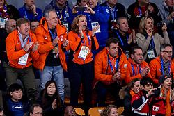 11-02-2018 KOR: Olympic Games day 2, Pyeongchang<br /> 5000 meter schaatsen mannen / Koning Willem-Alexander (M) en NOC*NSF-directeur Gerard Dielessen tijdens de 5000 meter van Sven Kramer in de Gangneung Oval