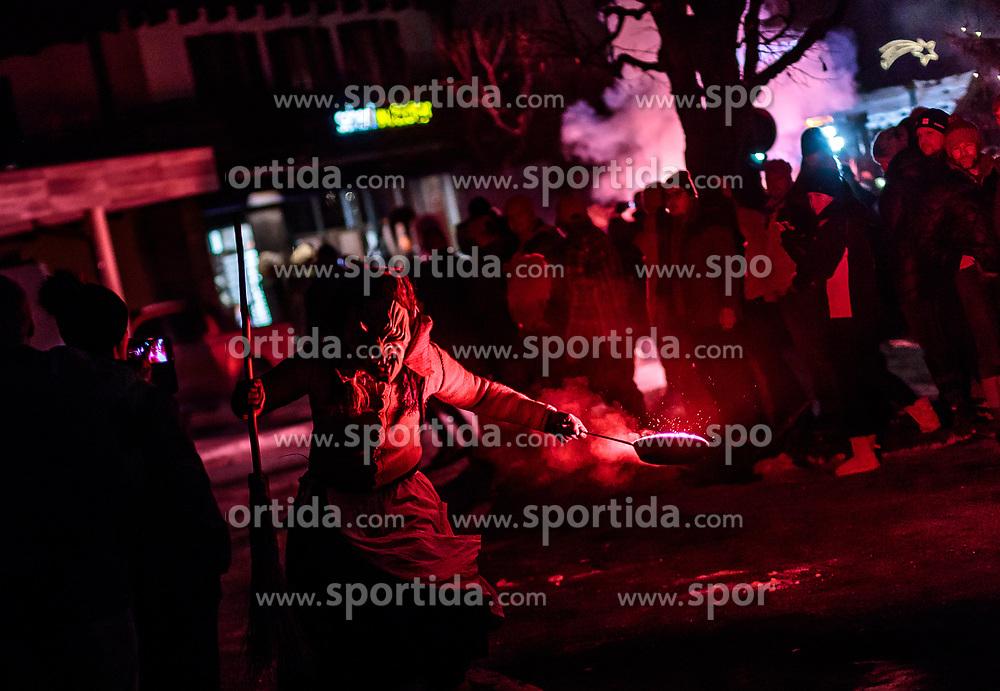 05.12.2017, Kaprun, AUT, Pinzgauer Krampustage im Bild ein Mitglied einer Krampusgruppe als Hexe verkleidet beim Krampusumzug // a member of a Krampus group disguised as a witch performs during a Krampus show. Krampus is a mythical creature that, according to legend, accompanies Saint Nicholas during the festive season. Instead of giving gifts to good children, he punishes the bad ones, Kaprun, Austria on 2017/12/05. EXPA Pictures © 2017, PhotoCredit: EXPA/ JFK