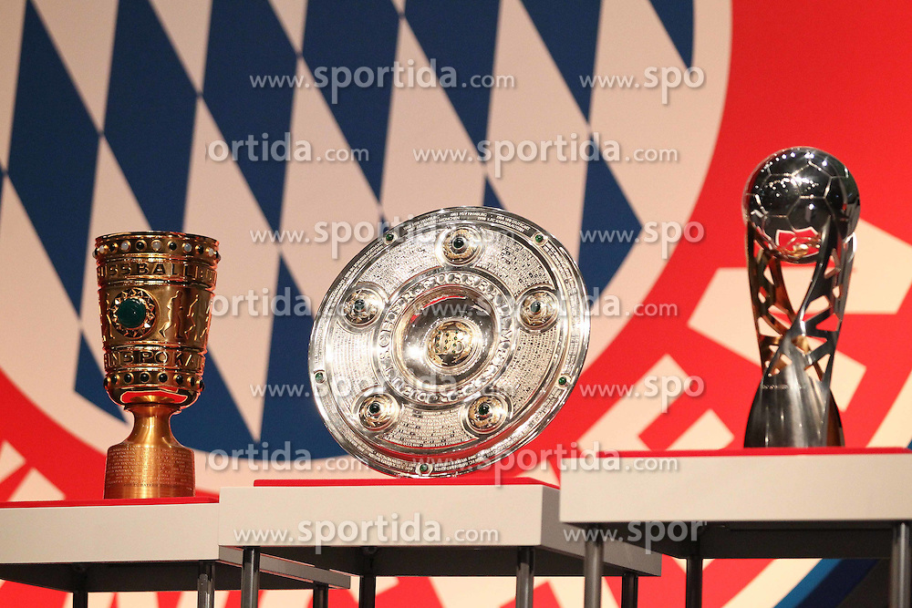 30.11.2010, Olympiahalle, Muenchen, GER, 1.FBL, Jahreshauptversammlung FC Bayern, im Bild DFB-Pokal, Meisterschale und Supercup  , EXPA Pictures © 2010, PhotoCredit: EXPA/ nph/  Straubmeier       ****** out ouf GER ******