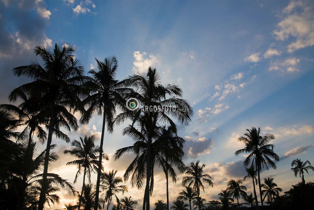Praia de Pernambuco, no Guaruja, litoral de Sao Paulo. Guaruja eh um dos lugares preferidos de turistas, pela beleza de suas praias / Pernambuco Beach, in Guaruja, located in the litoral of Sao Paulo state , Brazil. Guaruja is a preferred weekend destination for the wealthy families in Sao Paulo.