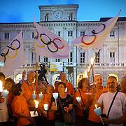 Torino 2026 fiaccolata pro Olimpiadi