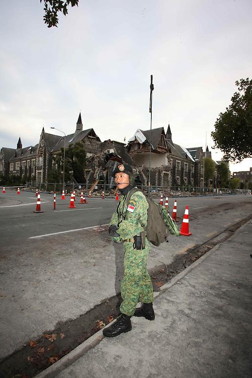 Singaporean soldier patrolling following the 6.3 earhquake, Chiristchurch, New Zealand, Saturday, February 26, 2011. Credit:SNPA/Pam Johnson
