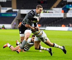 George North of Ospreys under pressure from Dean Hammond of Worcester Warriors<br /> <br /> Photographer Simon King/Replay Images<br /> <br /> European Rugby Challenge Cup Round 5 - Ospreys v Worcester Warriors - Saturday 12th January 2019 - Liberty Stadium - Swansea<br /> <br /> World Copyright © Replay Images . All rights reserved. info@replayimages.co.uk - http://replayimages.co.uk