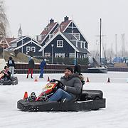 NLD/Huizen/20120212 - Broers tim en Tom Coronel organiseren ijskarten in de haven van Huizen, Tom Coronel