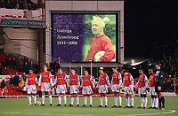 The Arsenal team line up to show their respect to ex-Arsenal player and current Coach George Armstrong. Arsenal 1:2 Ipswich Town, Worthington Cup, Third Round, 1/11/2000. Credit Colorsport / Stuart MacFarlane.