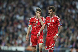 23.04.2014, Estadio Santiago Bernabeu, Madrid, ESP, UEFA CL, Real Madrid vs FC Bayern Muenchen, Halbfinale, Hinspiel, im Bild l-r: Enttaeuschung bei Thomas Mueller #25 (FC Bayern Muenchen) und Mario Mandzukic #9 (FC Bayern Muenchen) // during the UEFA Champions League Round of 4, 1st Leg Match between Real Madrid vs FC Bayern Munich at the Estadio Santiago Bernabeu in Madrid, Spain on 2014/04/24. EXPA Pictures &copy; 2014, PhotoCredit: EXPA/ Eibner-Pressefoto/ Kolbert<br /> <br /> *****ATTENTION - OUT of GER*****