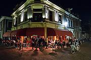 In Utrecht zijn 's avonds de terrassen op een mooie lentedag goed gevuld.<br /> <br /> Cafe Orloff in the evening.