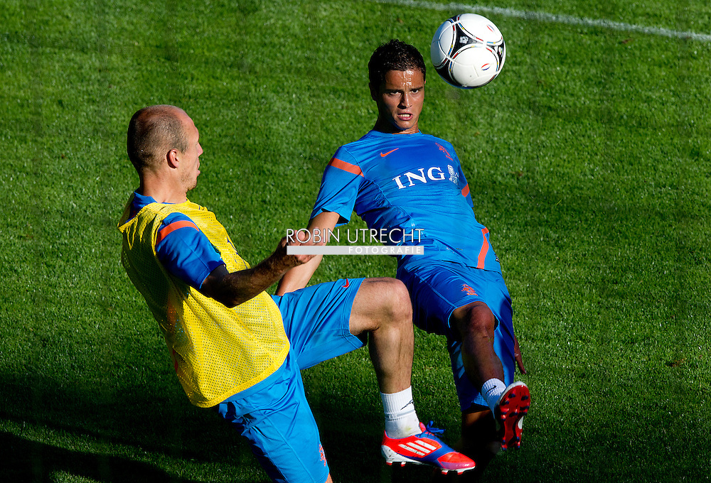 Dutch international football player Ibrahim Afellay (R) in a duel with Arjen Robben   during the training for the trainingcamp of the Netherlands national football team in Hoenderloo on May 28, 2012. AFP PHOTO/ ROBIN UTRECHT