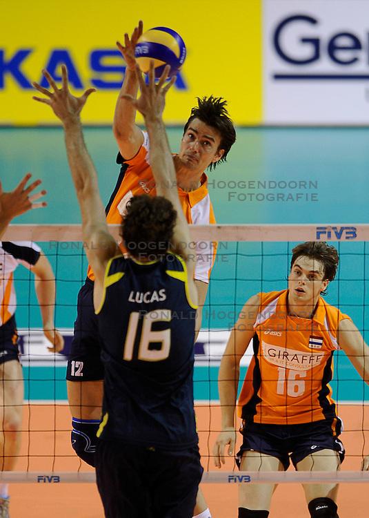 27-06-2010 VOLLEYBAL: WLV NEDERLAND - BRAZILIE: ROTTERDAM<br /> Nederland verliest met 3-2 van Brazilie / Wytze Kooistra<br /> &copy;2010-WWW.FOTOHOOGENDOORN.NL