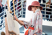 Koningin Maxima tijdens de opening van de tentoonstelling Basquiat, The Artist and His New York Scene in SCHUNCK museum, Heerrlen.<br /> <br /> Queen Maxima at the opening of the exhibition Basquiat, The Artist and His New York Scene at SCHUNCK museum<br /> <br /> Op de foto: <br /> <br />  Koningin Maxima zet een grafitti Tag / Queen Maxima puts a graffiti Tag