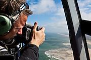 Nederland, Zuid-Holland, Rotterdam, 13-05-20011; fotograaf Ed Burtynsky maakt luchtfoto van de kust en Noordzee in het kader van zijn project 'Water'..Photographer Ed Burtynsky makes aerial view of the coastlien above the North sea for his project 'Water '..luchtfoto (toeslag), aerial photo (additional fee required).foto/photo Siebe Swart