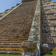 North America, Latin America, Latin, Caribbean, tropical, Mexico, Yucatan, Chichen Itza, Xchen Itza, Maya, Mayan, UNESCO World Heritage Site, <br /> Ancient step pyramid Kukulkan at Chichen Itza Mexico.