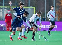 AMSTELVEEN - Boris Burkhardt (Adam) met Tom van de Rijt (Pinoke)  en Lukas Sutorius (Pinoke)  tijdens de competitie hoofdklasse hockeywedstrijd heren, Pinoke-Amsterdam (1-1)   COPYRIGHT KOEN SUYK