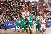 DESCRIZIONE : Varese Campionato Lega A 2011-12 Cimberio Varese Sidigas Avellino<br /> GIOCATORE : Justin Hurtt<br /> CATEGORIA : Penetrazione Tiro Equilibrio Super<br /> SQUADRA : Cimberio Varese<br /> EVENTO : Campionato Lega A 2011-2012<br /> GARA : Cimberio Varese Sidigas Avellino<br /> DATA : 11/01/2012<br /> SPORT : Pallacanestro<br /> AUTORE : Agenzia Ciamillo-Castoria/G.Cottini<br /> Galleria : Lega Basket A 2011-2012<br /> Fotonotizia : Varese Campionato Lega A 2011-12 Cimberio Varese Sidigas Avellino<br /> Predefinita :