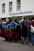 Frankfurt am Main | 05 July 2014<br /> <br /> Am Samstag (05.07.2014) demonstrierten in Frankfurt am Main etwa 250 Menschen aus der linksradikalen Szene gegen die deutsche Fl&uuml;chtlingspolitik, gegen Abschiebungen und f&uuml;r das Bleiberecht gefl&uuml;chteter Menschen in Deutschland und anderswo.<br /> Hier: Beginn der Demo auf dem Campus Bockenheim der Uni Frankfurt vor dem Studierendenhaus (KOZ).<br /> <br /> [Foto honorarpflichtig, kein Model Release]<br /> <br /> &copy;peter-juelich.com