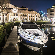 St. Katharine Docks: porto commerciale poco distante dal Tower Bridge, visibile sullo sfondo.<br /> <br /> St. Katharine Docks, a commercial harbour very close to Tower Bridge, visible in the background.