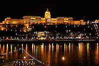 At the banks of Donau, from the Pest side with views of the Buda Castle which is located on the Buda side - Ved Donaus bredder, fra Pest-siden med utsikt mot Buda-slottet som ligger på Buda-siden......