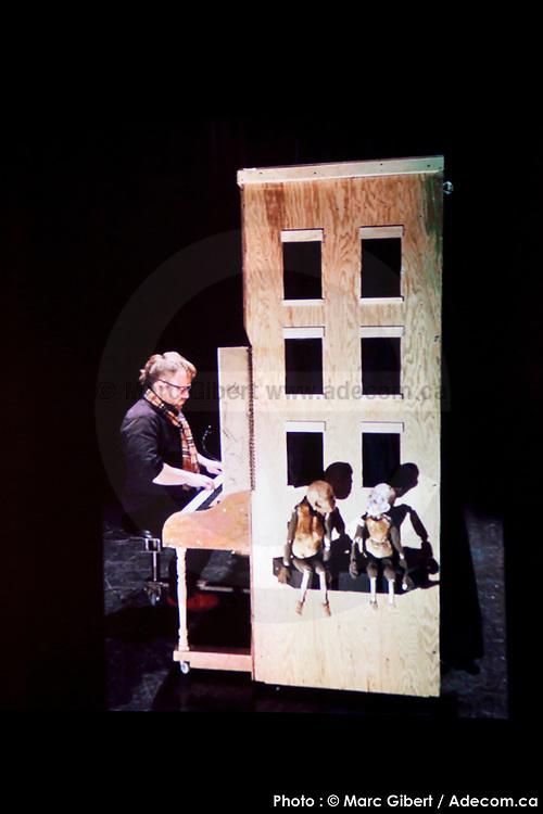 Présentation de la création de -Bijoux – de Caroline Tanguay et Marie-Claude Labrecque (Montréal) durant le 12e Festival de Casteliers, marionnettes pour adultes et enfants - 2017 à  Theatre Outremont / Montreal / Canada / 2017-03-12, Photo © Marc Gibert / adecom.ca