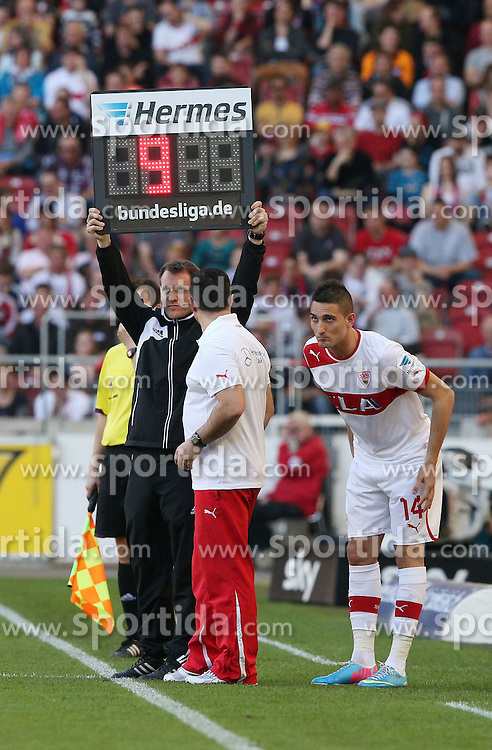 14.04.2013, Mercedes Benz Arena, Stuttgart, GER, 1. FBL, VfB Stuttgart vs Borussia Moenchengladbach, 29. Runde, im Bild Bild: Federico MACHEDA (VfB Stuttgart) wird eingewechselt fuer Vedad IBISEVIC (VfB Stuttgart) // during the German Bundesliga 29th round match between VfB Stuttgart and Borussia Moenchengladbach at the Mercedes Benz Arena, Stuttgart, Germany on 2013/04/14. EXPA Pictures © 2013, PhotoCredit: EXPA/ Eibner/ Eckhard Eibner..***** ATTENTION - OUT OF GER *****