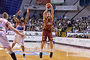 DESCRIZIONE : Venezia Lega A 2015-16 Umana Reyer Venezia - Consultinvest Pesaro<br /> GIOCATORE : Stefano Tonut<br /> CATEGORIA : Tiro Tre Punti Three Point<br /> SQUADRA : Umana Reyer Venezia<br /> EVENTO : Campionato Lega A 2015-2016 <br /> GARA : Umana Reyer Venezia - Consultinvest Pesaro<br /> DATA : 03/04/2016<br /> SPORT : Pallacanestro <br /> AUTORE : Agenzia Ciamillo-Castoria/M.Gregolin<br /> Galleria : Lega Basket A 2015-2016  <br /> Fotonotizia :  Venezia Lega A 2015-16 Umana Reyer Venezia - Consultinvest Pesaro