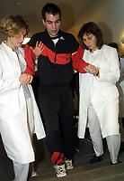 Fotball: 12.12.2001 München, Deutschland,<br />Der erkrankte Fussball-Profi Markus Babbel vom englischen Premier-League Club FC Liverpool am Mittwoch (12.12.2001) in einem Münchner Krankenhaus. Babbel leidet leidet am Guillan-BarrŽ-Syndrom.<br /><br />Foto: jan Pitman, Digitalsport