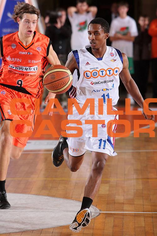 DESCRIZIONE : Udine Lega A1 2008-09 Snaidero Udine Lottomatica Virtus Roma <br /> GIOCATORE : brandon jennings <br /> SQUADRA : Lottomatica Virtus Roma <br /> EVENTO : Campionato Lega A1 2008-2009 <br /> GARA : Snaidero Udine Lottomatica Virtus Roma <br /> DATA : 08/11/2008 <br /> CATEGORIA : palleggio <br /> SPORT : Pallacanestro <br /> AUTORE : Agenzia Ciamillo-Castoria/S.Silvestri