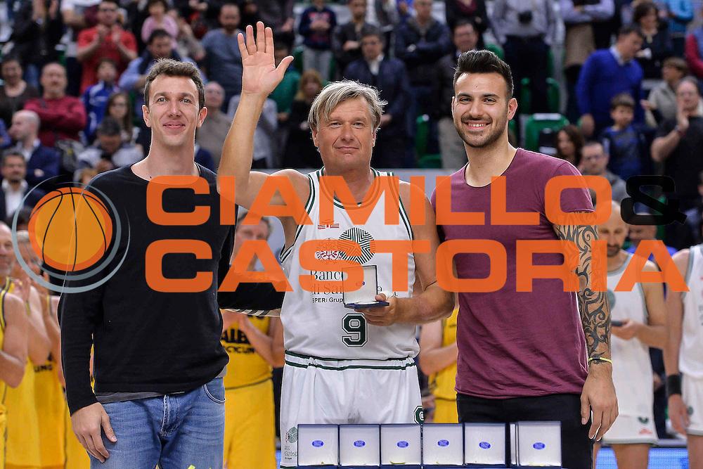 DESCRIZIONE : Dinamo Banco di Sardegna Sassari All Stars Legends Night<br /> GIOCATORE : Mauro Bonino<br /> CATEGORIA : Premiazione<br /> SQUADRA : Dinamo Banco di Sardegna Sassari<br /> EVENTO : Dinamo Banco di Sardegna Sassari All Stars Legends Night<br /> GARA : Dinamo Banco di Sardegna Sassari - Alba Berlino Veterans<br /> DATA : 14/05/2016<br /> SPORT : Pallacanestro <br /> AUTORE : Agenzia Ciamillo-Castoria/L.Canu