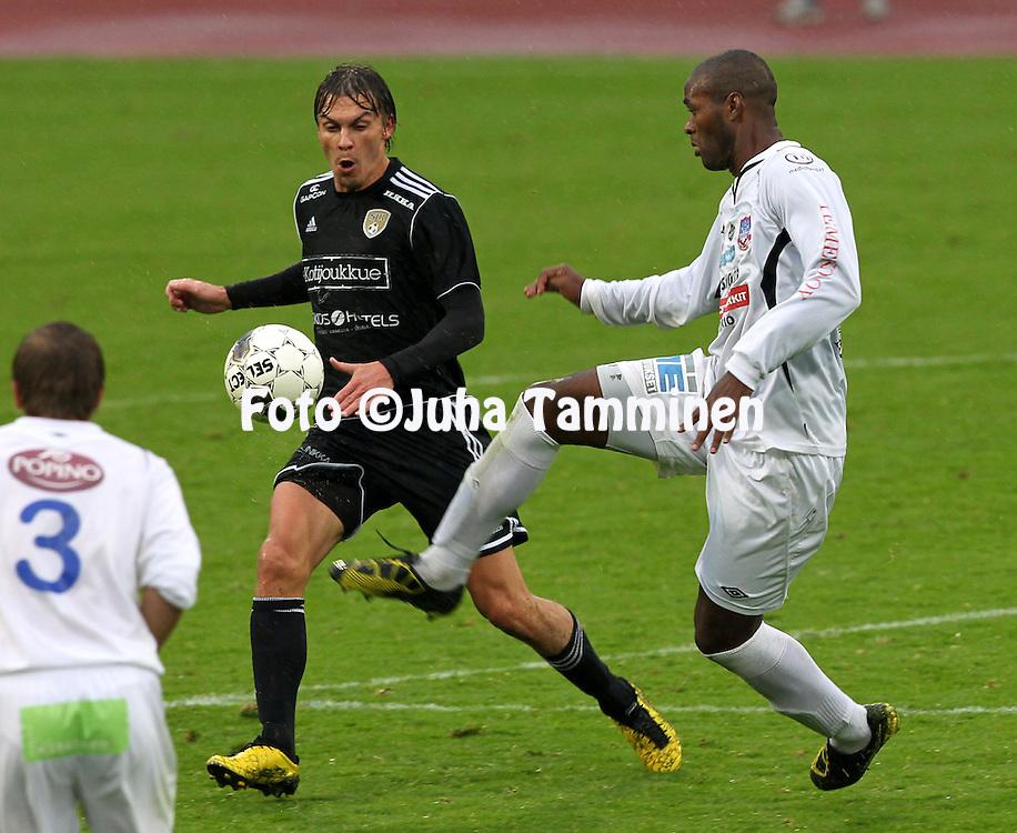 1.9.2012, Kauriala, H?meenlinna..Ykk?nen 2012, FC H?meenlinna - Sein?joen Jalkapallokerho..Touko Tumanto (SJK) v Ozeias Graciano (FC Hml)..